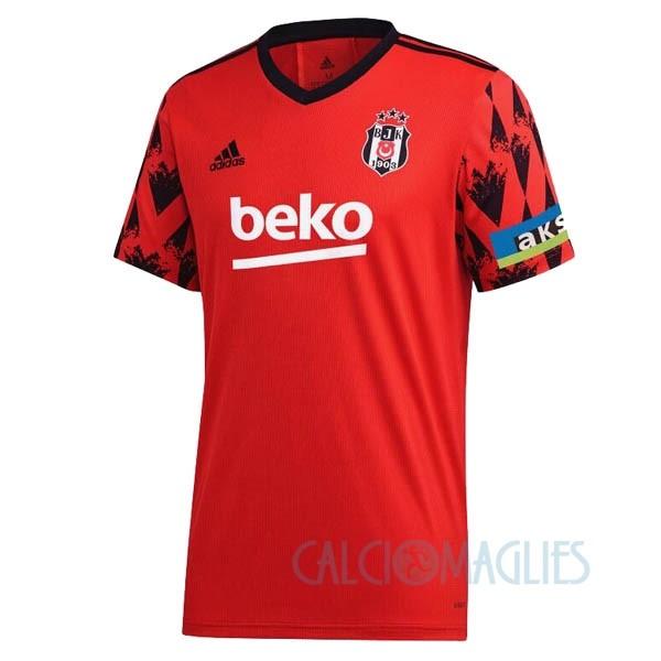 Fornire vari indumenti Beşiktaş JK e accessori per il calcio